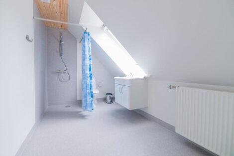 Ferielejlighed Øst, badeværelse på 1. sal | Feriecenter Slettestrand