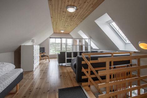 Ferielejlighed Øst, opholdsstue på 1. sal | Feriecenter Slettestrand
