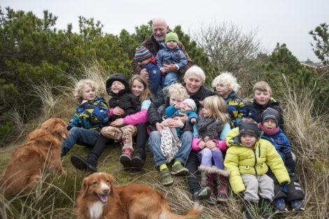 John og Inger Marie Kronborg og et hav af børnebørn. Her i 2018 er de oppe på 14 stk.!